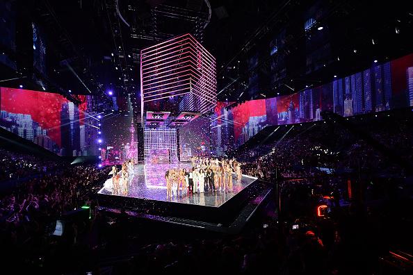 Performer「2017 Victoria's Secret Fashion Show In Shanghai - Show」:写真・画像(8)[壁紙.com]