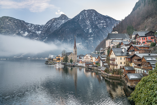 Salzkammergut「Town Hallstatt on a misty Winter Day」:スマホ壁紙(6)