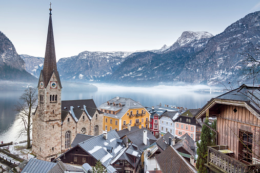 Salzkammergut「Town Hallstatt on a misty Winter Day」:スマホ壁紙(17)