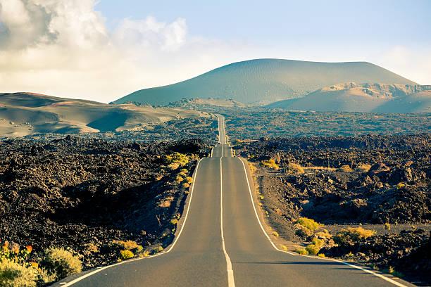 Road in Timanfaya National Park, Canary islands:スマホ壁紙(壁紙.com)
