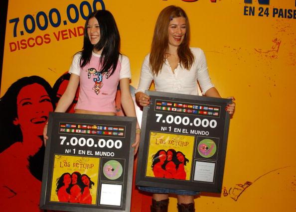 Condiment「Music Group Las Ketchup Receives Triple Platinum Disc」:写真・画像(13)[壁紙.com]