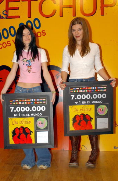 Condiment「Music Group Las Ketchup Receives Triple Platinum Disc」:写真・画像(14)[壁紙.com]