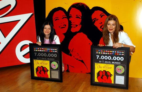 Condiment「Music Group Las Ketchup Receives Triple Platinum Disc」:写真・画像(14)[壁紙.com]