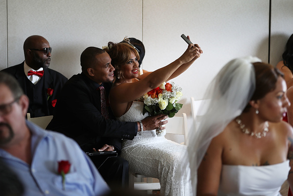 West Palm Beach「Mass Wedding Ceremony Held For 40 Couples In West Palm Beach」:写真・画像(13)[壁紙.com]