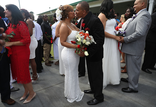 West Palm Beach「Mass Wedding Ceremony Held For 40 Couples In West Palm Beach」:写真・画像(18)[壁紙.com]