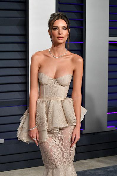 Emily Ratajkowski「2019 Vanity Fair Oscar Party Hosted By Radhika Jones - Arrivals」:写真・画像(15)[壁紙.com]