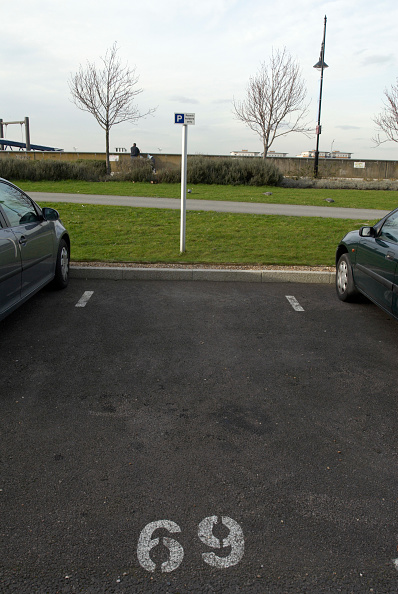 Copy Space「Car parking allocated space, United Kingdom」:写真・画像(17)[壁紙.com]