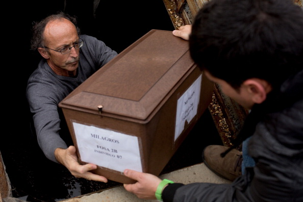 Mausoleum「129 Exhumed Victims of Spanish Civil War Are Buried At Mausoleum」:写真・画像(17)[壁紙.com]