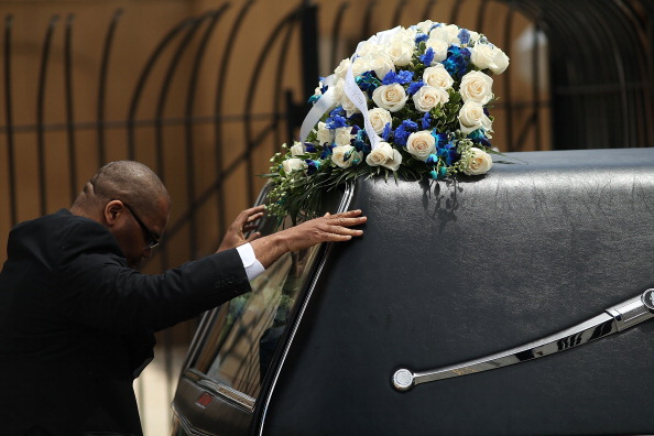 The Knife「Funeral Held For 6-Year Old Boy Stabbed To Death In Brooklyn」:写真・画像(12)[壁紙.com]
