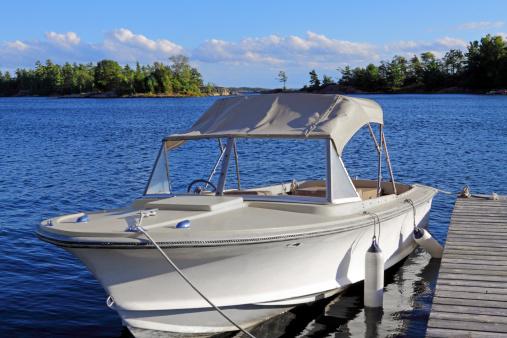 Lake Huron「Power boat in harbor」:スマホ壁紙(15)