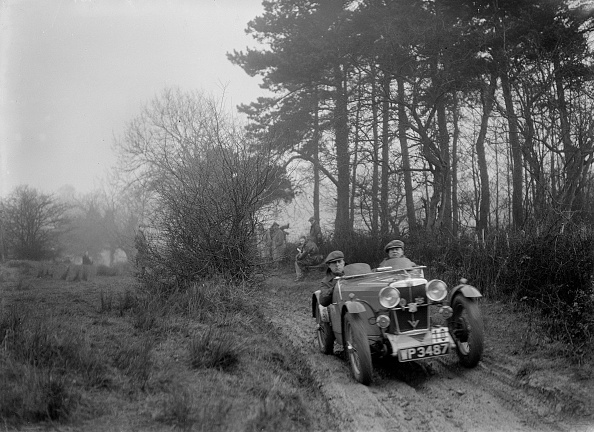 Country Road「MG J2 of Bernard Bray at the Sunbac Colmore Trial, near Winchcombe, Gloucestershire, 1934」:写真・画像(15)[壁紙.com]