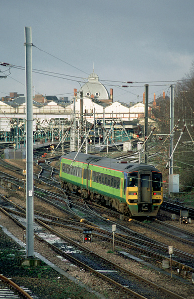 Sunny「The Central Trains TOC is nominally based in the Birmingham area but its services spread to both western and eastern coastal areas. The eastern spread includes Norwich where a service is seen departing for Birmingham via the Fens and Peterborough. Januar」:写真・画像(18)[壁紙.com]