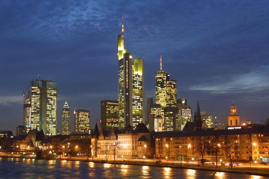 風景「Central Financial District Of Frankfurt, Germany」:写真・画像(4)[壁紙.com]