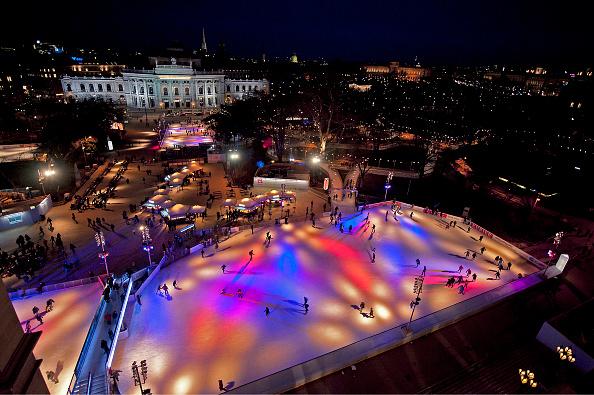 風景(季節別)「Skating On Rathausplatz」:写真・画像(14)[壁紙.com]