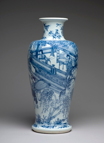 Gray Background「Blue-And-White Vase With Figures On A Balcony」:写真・画像(1)[壁紙.com]