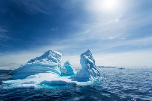 Nature「Iceberg, Gerlache Strait, Antarctic Peninsula」:スマホ壁紙(15)