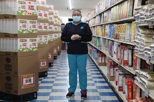 Protective Glove「Essential Workers Keep Businesses Open And Serve Customers During COVID-19 Pandemic」:写真・画像(15)[壁紙.com]