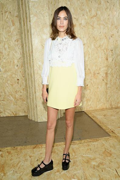 Yellow「Miu Miu : Outside Arrivals -  Paris Fashion Week - Womenswear Spring Summer 2020」:写真・画像(3)[壁紙.com]