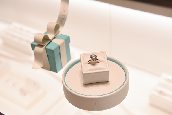 Tiffany & Co「Alexa Chung Celebrates The Opening Of The New Tiffany & Co. Boutique At Selfridges Birmingham」:写真・画像(19)[壁紙.com]