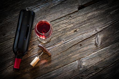Plank - Timber「Wineglass, wine bottle, vintage corkscrew and cork stopper」:スマホ壁紙(8)