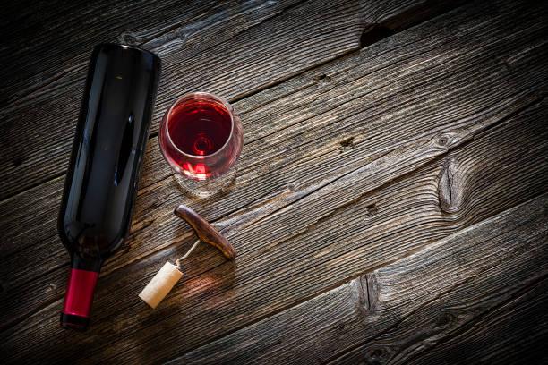 Wineglass, wine bottle, vintage corkscrew and cork stopper:スマホ壁紙(壁紙.com)
