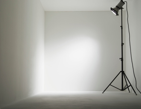 Corner「Lamp in white room」:スマホ壁紙(13)