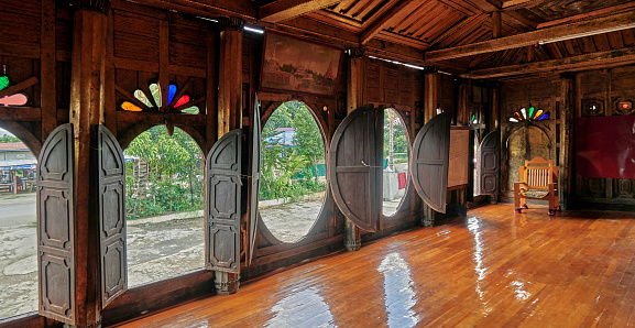Chan Buddhism「The Shwe Yaunghwe Kyaung Monastery, inside with view through the oval windows」:スマホ壁紙(12)