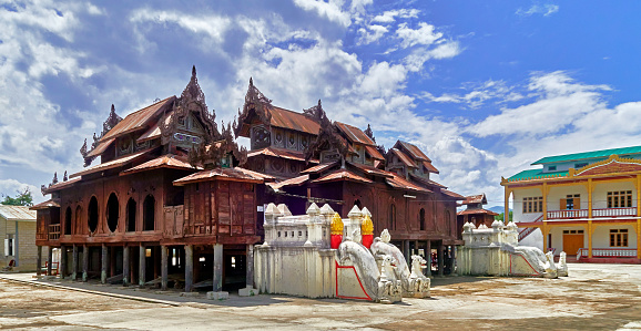 cloud「The Shwe Yaunghwe Kyaung Monastery」:スマホ壁紙(7)
