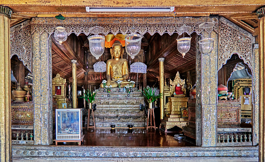 Chan Buddhism「The Shwe Yaunghwe Kyaung Monastery,a prayer room」:スマホ壁紙(18)