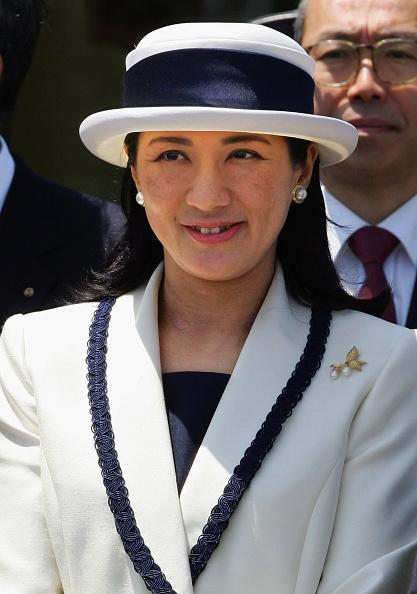 Japanese Royalty「Emperor Akihito And Empress Michiko Depart For Europe」:写真・画像(13)[壁紙.com]
