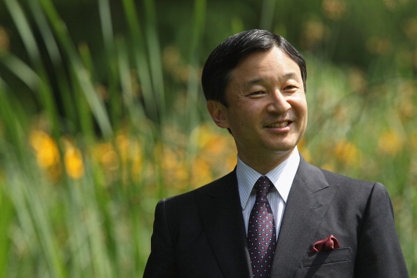 Emperor Naruhito「H.R.H. Crown Prince Of Japan Plants Cherry Tree」:写真・画像(2)[壁紙.com]
