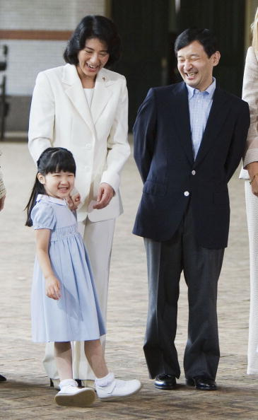 Japanese Royalty「Japanese Royal Family During A Photocall At Dutch Royal Palace」:写真・画像(6)[壁紙.com]