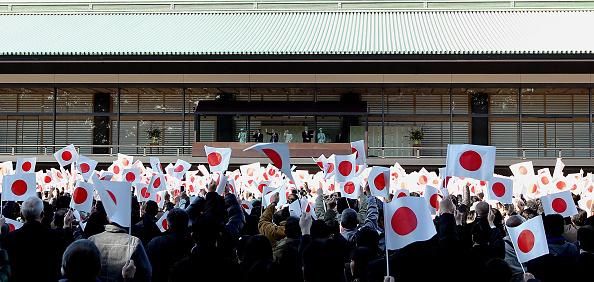 Japanese Royalty「People Celebrate Emperor Akihito's 76th Birthday」:写真・画像(6)[壁紙.com]