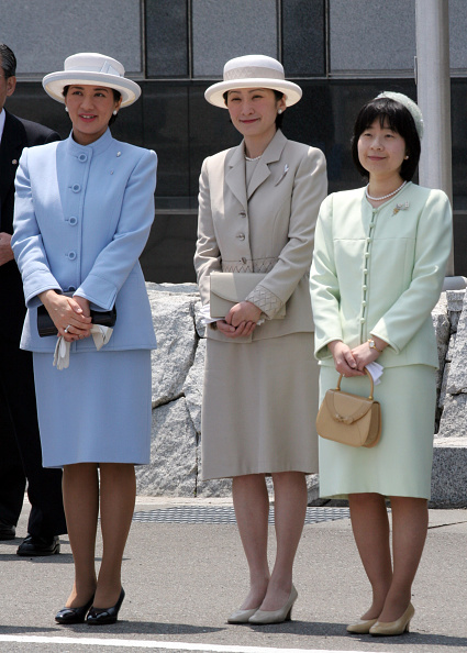 Japanese Royalty「Emperor Akihito and Empress Michiko Return To Japan」:写真・画像(11)[壁紙.com]