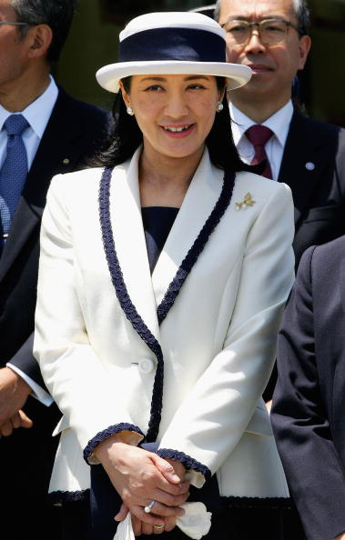 Japanese Royalty「Emperor Akihito And Empress Michiko Depart For Europe」:写真・画像(12)[壁紙.com]