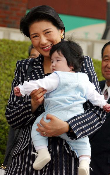 日本人のみ「Crown Princess Masako And Her Daughter Aiko Arrive At Nasu Station After A Week Long Vaca」:写真・画像(3)[壁紙.com]