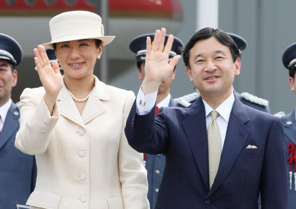 Emperor「Emperor Akihito And Empress Michiko Depart For Canada And Hawaii」:写真・画像(1)[壁紙.com]