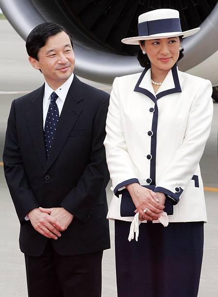 Emperor Akihito And Empress Michiko Leave For Singapore And Thailand On An Eight-Day Official Visit:ニュース(壁紙.com)