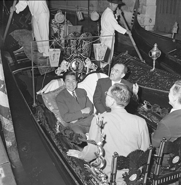 Japanese Royalty「Akihito In Gondola」:写真・画像(1)[壁紙.com]