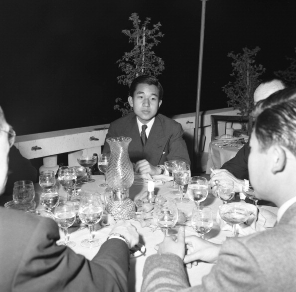 Japanese Royalty「Akihito At Restaurant」:写真・画像(4)[壁紙.com]
