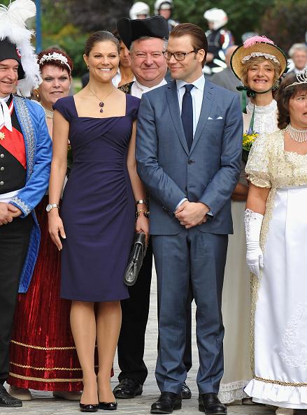 Pencil Dress「Victoria and Daniel of Sweden visit Chateau La Grange - La Prevote」:写真・画像(3)[壁紙.com]