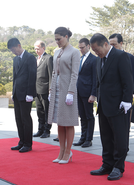 Paying「Crown Princess of Sweden Victoria Visits South Korea - Day 2」:写真・画像(14)[壁紙.com]
