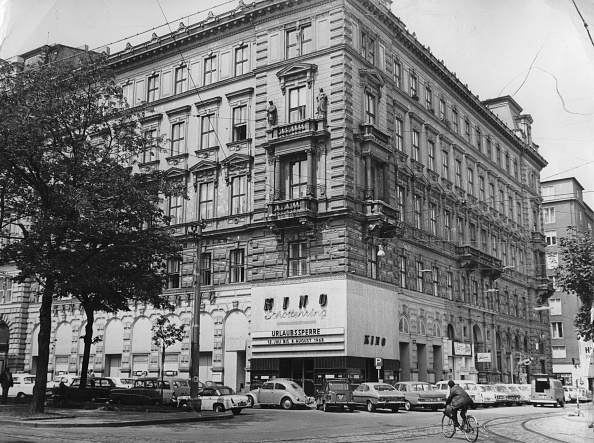 Architectural Feature「The Viennese Schottenring Cinema. Ringstrasse. Vienna 1. July 1968. Photograph.」:写真・画像(2)[壁紙.com]