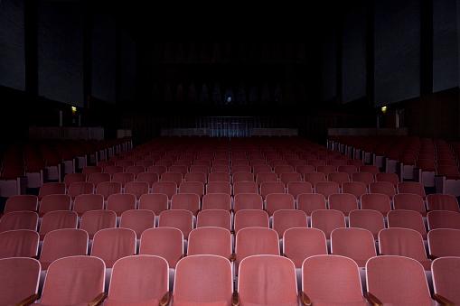 ������「Empty movie theater」:スマホ壁紙(3)