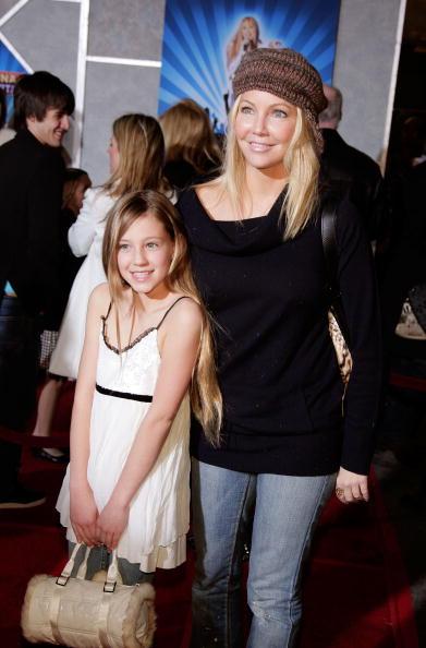 El Capitan Theatre「Disney Premiere Of Hannah Montana & Miley Cyrus - Arrivals」:写真・画像(7)[壁紙.com]
