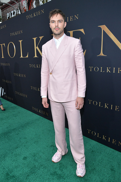 """Wrapped「LA Special Screening Of Fox Searchlight Pictures' """"Tolkien"""" - Red Carpet」:写真・画像(18)[壁紙.com]"""