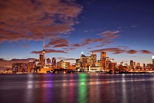 Shining「青の時間、カナダのトロントのスカイライン」:スマホ壁紙(11)