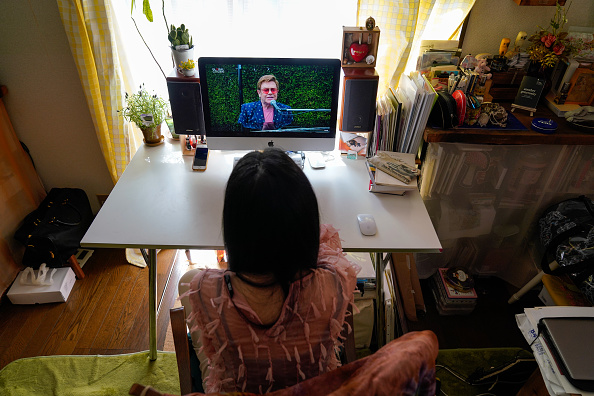 Global「People Watch 'One World: Together At Home' In Tokyo」:写真・画像(12)[壁紙.com]