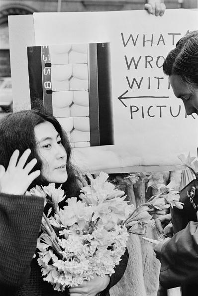Bouquet「Yoko Ono At Censorship Protest」:写真・画像(3)[壁紙.com]
