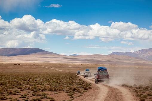 San Pedro De Atacama「Sports Utility Vehicle Drinving in the Bolivian Altiplano」:スマホ壁紙(8)